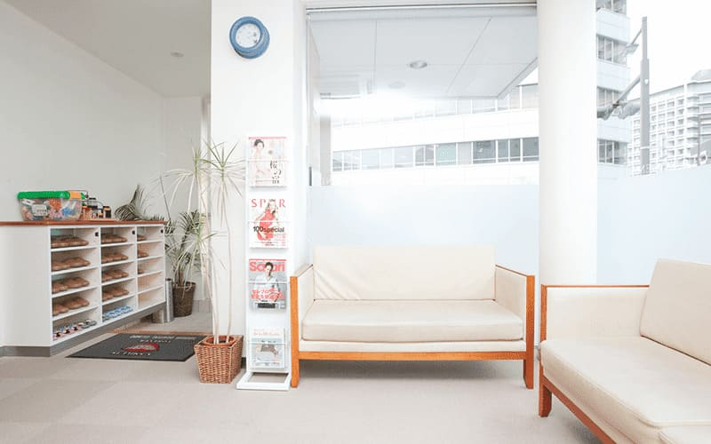 リラックスできる落ち着いた雰囲気の「待合室」